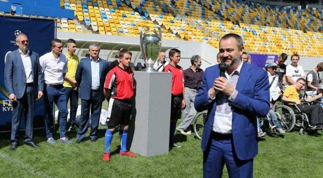 Кубок Лиги чемпионов в Украине: ФФУ назвала появление скандальных фото с трофеем травлей руководства федерации
