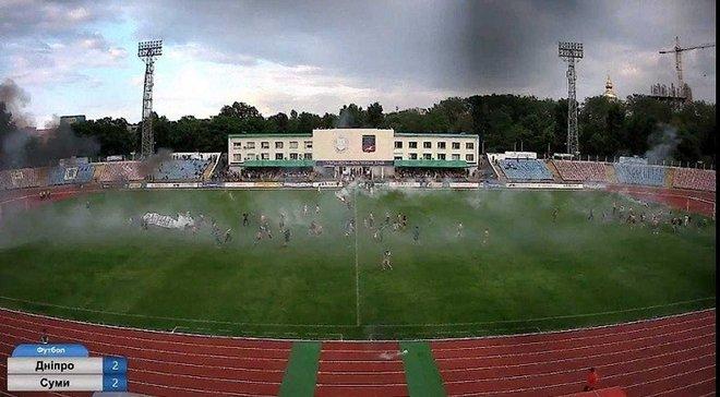Черкаський Дніпро – Суми: фанати господарів зірвали матч