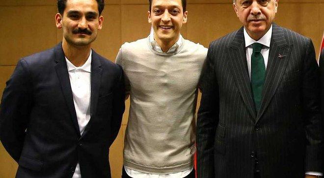 Эффенберг: Озила и Гюндогана нужно выгнать из сборной Германии за фото с Эрдоганом