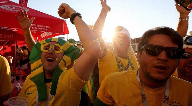 """ЧМ-2018: бразильские болельщики устроили """"похоронную церемонию"""" для сборной Германии"""