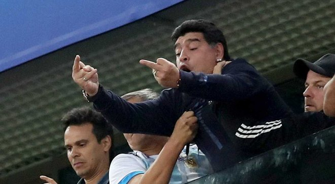 ФИФА прекратила сотрудничество с Марадоной из-за его поведения