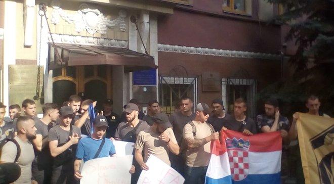 """""""Не можна карати за любов до України"""" – під посольством Хорватії провели мітинг на підтримку Віди та Вукоєвіча"""