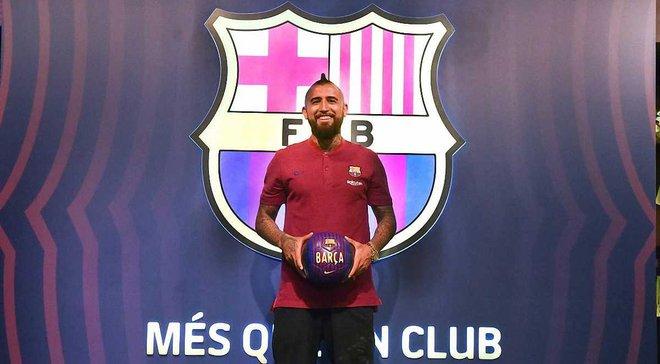 Барселона официально представила Видаля