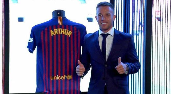 Артур будет выступать за Барселону под 8-м номером: новички каталонцев определились с номерами