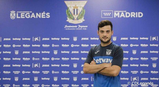Барселона продала нападника Арнаїса в Леганес
