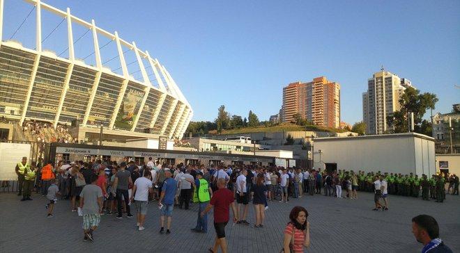 Динамо – Славія: перед матчем виникли величезні черги біля входів на НСК Олімпійський