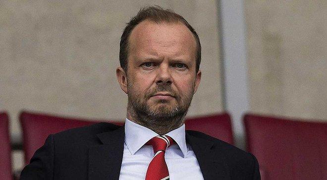 Фанати Манчестер Юнайтед орендували літак на матч проти Бернлі та підготували банер проти Глейзерів та Вудворда