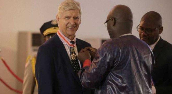 Венгер получил высшую награду от президента Либерии Веа