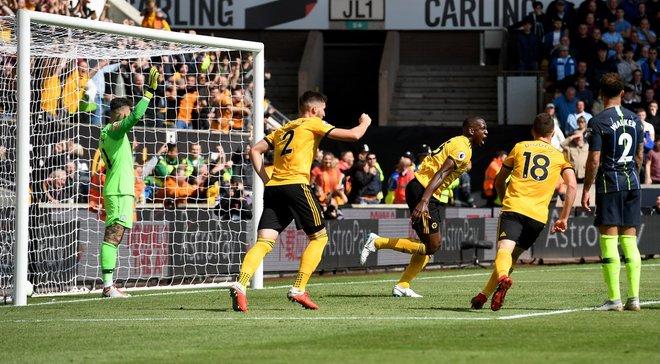 Гравець Вулверхемптона Болі забив гол рукою у ворота Манчестер Сіті