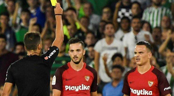 Хавбеку Севильи Месе отменили красную карточку