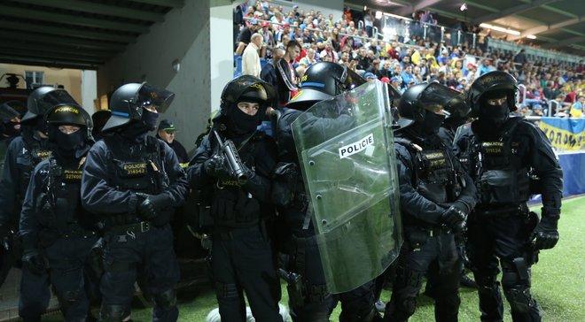 Чехія – Україна: поліція жорстко арештовувала українських фанатів на стадіоні – як Шевченко сміливо втрутився у конфлікт