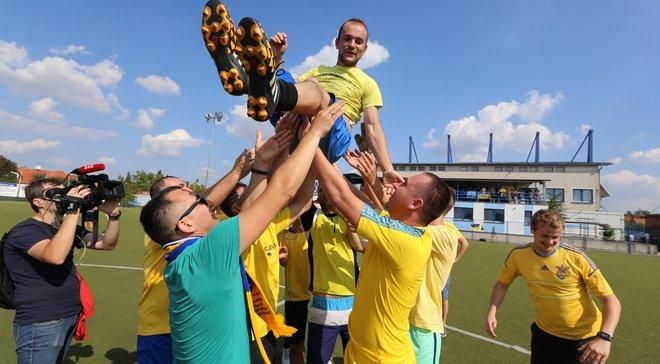 """Ми приїхали і перемогли! """"Вірні збірній"""" громко поддержали украинскую команду в Чехии"""