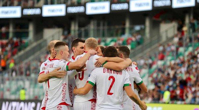 """""""Хто не скача – той маскаль"""": білоруські фанати потролили Росію під час матчу з Сан-Маріно"""