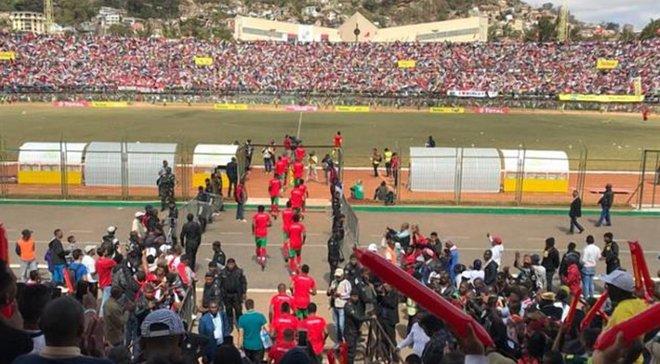 На Мадагаскарі фанат загинув через тисняву на стадіоні, ще 37 отримали ушкодження