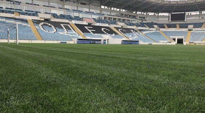 Газон на стадіоні Чорноморець позеленів