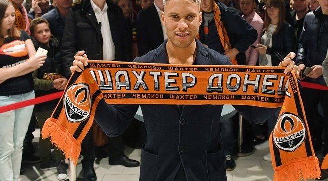 Марлос провел автограф-сессию для болельщиков в Киеве