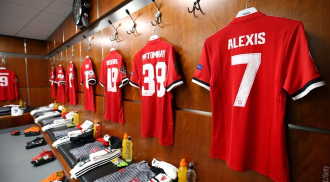 Роздягальня Манчестер Юнайтед розділилася на прихильників та противників Моурінью – на чий бік став Фред