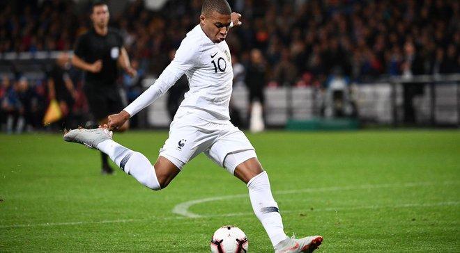 Мбаппе – перший футболіст в історії збірної Франції, якому вдалось забити 10 голів до того, як йому виповнилось 20 років