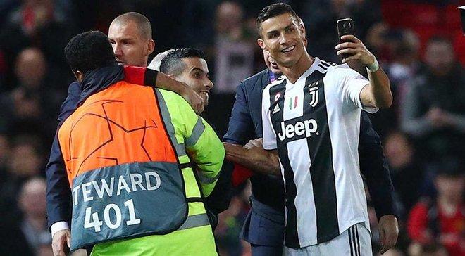 Манчестер Юнайтед – Ювентус: фанаты хозяев спели серенаду для Роналду после его селфи с болельщиком