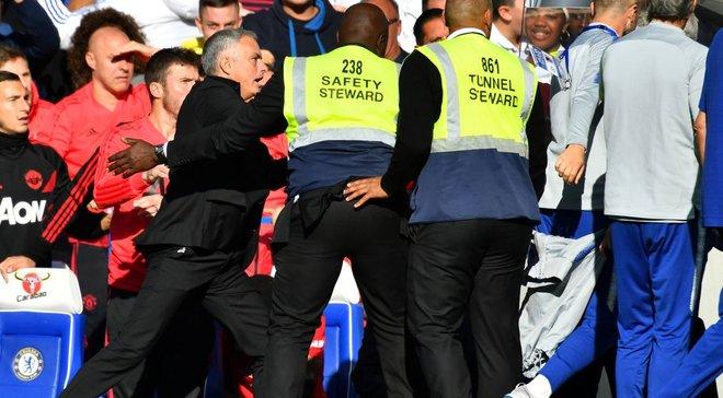 Тренер Челсі оштрафований за провокації на адресу Моурінью