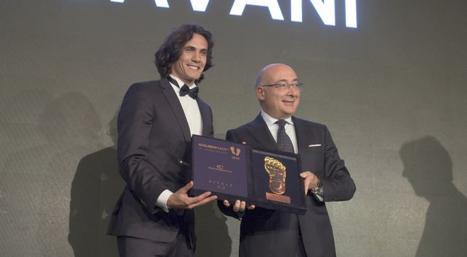 Кавани получил приз Golden Foot-2018