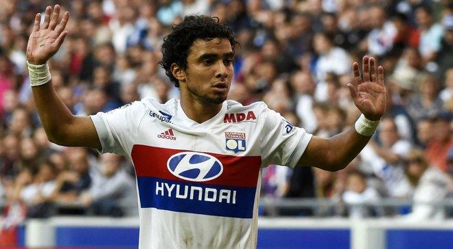 Захисник Ліона Рафаель у брутальному підкаті ледь не зламав суперника