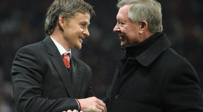 Фергюсон допомагає Сульшеру у тренерській роботі в Манчестер Юнайтед