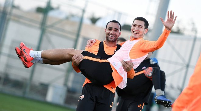 Шахтар пропонує стати частиною команди за 100 тисяч гривень
