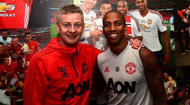 Янг продовжив контракт із Манчестер Юнайтед