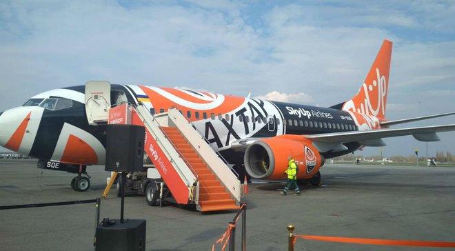 Шахтер презентовал самолет, окрашенный в клубные цвета