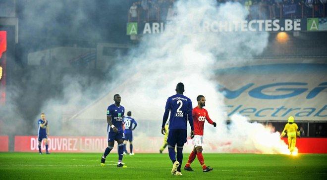 Болельщики сорвали матч Стандарда с Андерлехтом – гранды сыграли всего полчаса
