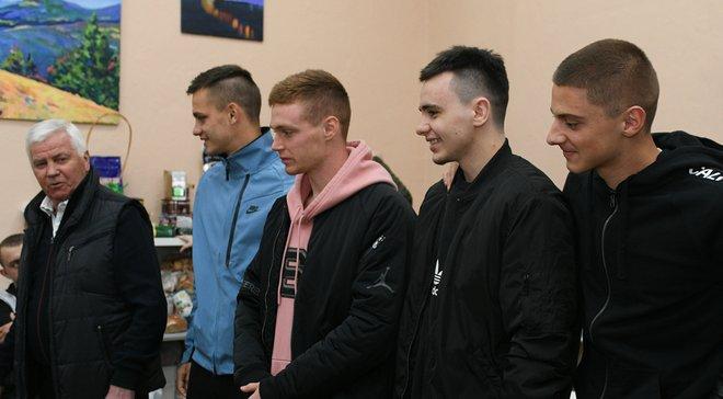 Игроки Динамо посетили раненых в военном госпитале