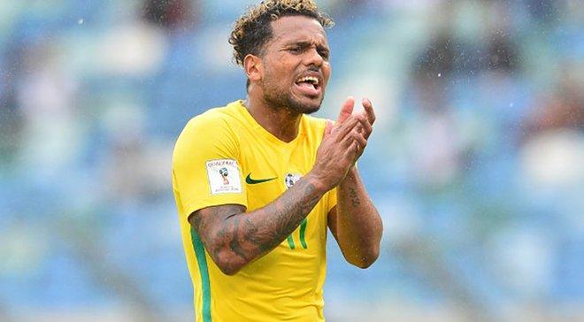 Божевілля в чемпіонаті ПАР: футболіст з усієї сили вдарив суперника по нозі замість м'яча