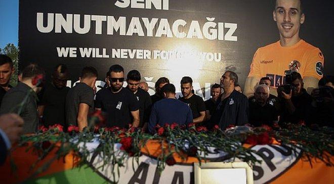 Игроки Антальяспора эмоционально попрощались с одноклубником, который погиб в ДТП