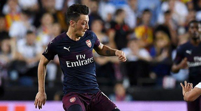 Валенсия – Арсенал: Озил ответил на освистывание фанатов Валенсии дерзким жестом