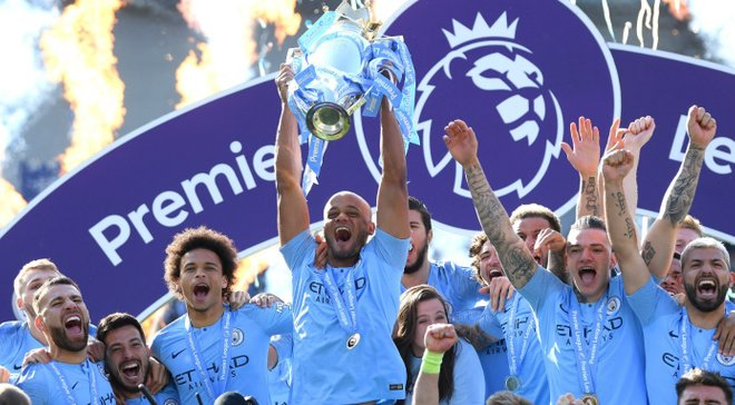 Компані не стримував емоції, а Зінченко другим підняв над головою трофей – відео нагородження Манчестер Сіті