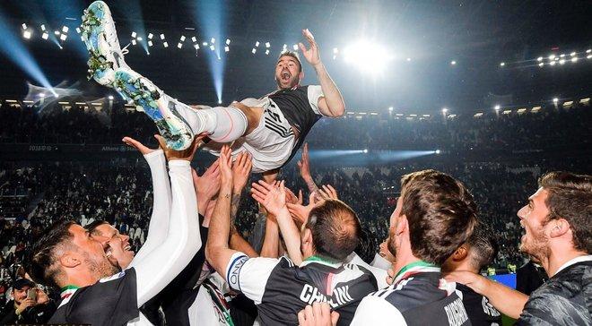 Барцальи и Аллегри попрощались с Ювентусом: слезы, коридор почета, признание игроков и болельщиков