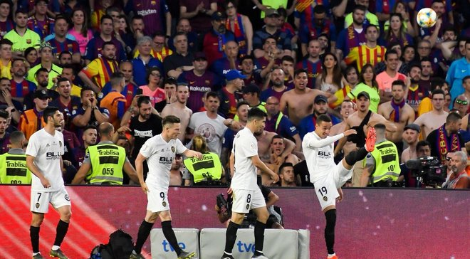 """Валенсія – Барселона: заслужена перемога """"кажанів"""" у фіналі Кубка, уривчаста геніальність Мессі та крах """"блаугранас"""""""