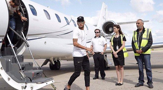 Неймар пафосно прибыл в расположение сборной Бразилии на собственном вертолете