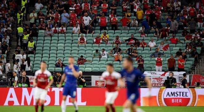 Тисячі порожніх місць, жахливі умови для фанів та специфічна картинка: чому мережа критикує фінал Ліги Європи в Баку