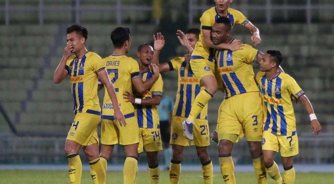 Безумный гол со своей половины поля в матче Кубка Малайзии
