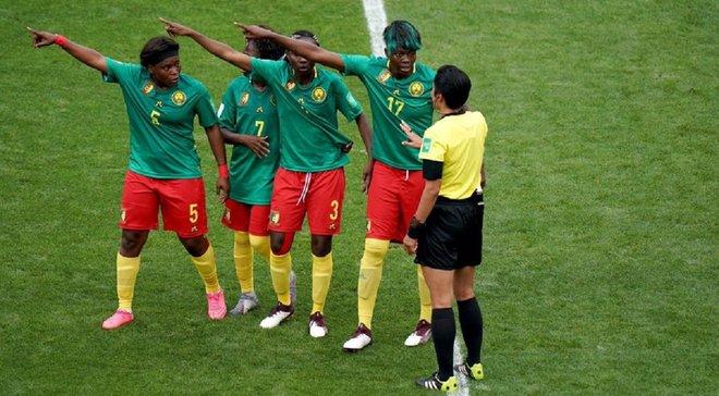 Слезы через VAR, плевки в соперниц и протесты – женская сборная Камеруна устроила феерию на чемпионате мира