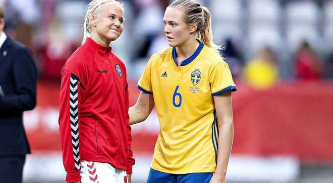 Футболістка збірної Швеції пристрасно поцілувала свою данську колегу – вони виявились парою