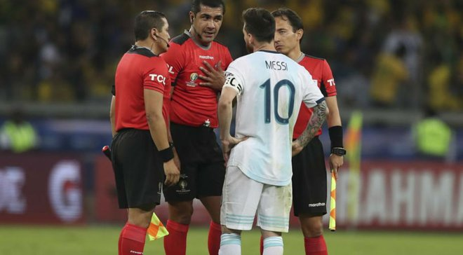 """""""Ми жодного разу не втрачали контроль над грою"""": арбітр скандального матчу Бразилія – Аргентина відповів на критику"""