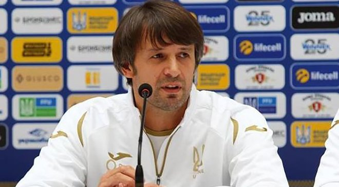 Шовковский продемонстрировал невероятный контроль мяча и забил с центра поля на тренировке сборной Украины