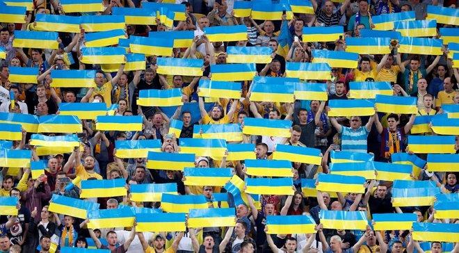 Украина – Нигерия: болельщики на Днепр-Арене вывесили баннер, посвященный Коломойскому
