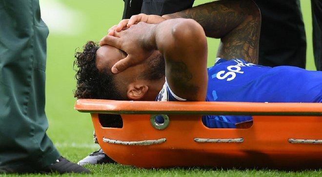 Эвертон – Манчестер Сити: Уолкот получил жуткую травму на первой минуте матча и покинул поле на носилках