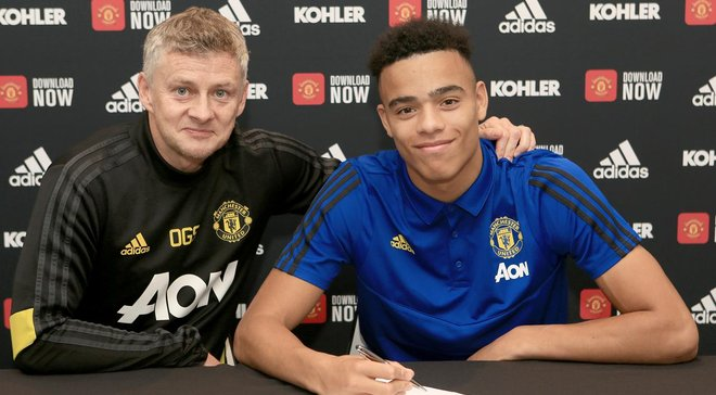 Манчестер Юнайтед продлил контракт с рекордсменом команды