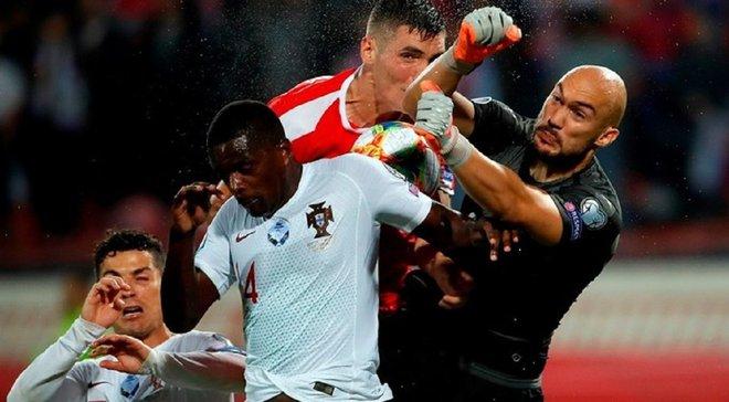 Сборная Сербии наказана УЕФА за поведение болельщиков на матче с Португалией