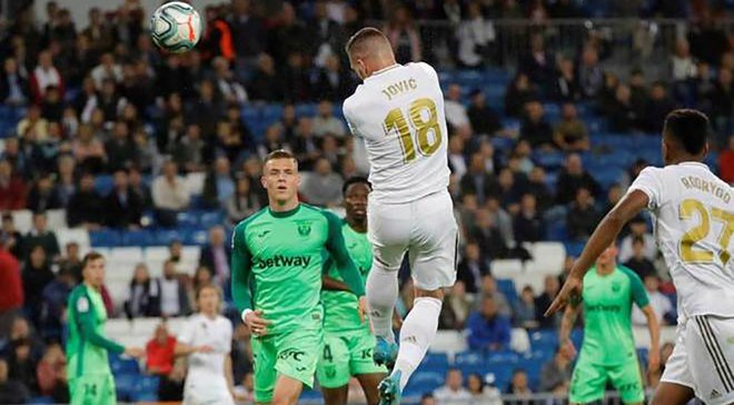 Зідан прокоментував дебютний гол Йовіча за Реал